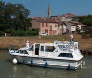 Motor boat Viking 1000 for rent in Marina Vermenton