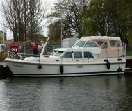 Motor boat Grand Sturdy 40.9 AC available for charter in Marina Zehdenick