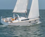 Yacht Oceanis 38 available for charter in Marina di Portisco