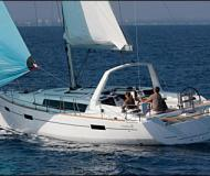 Sailing yacht Oceanis 41 for hire in Cannigione Marina