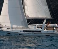 Sailing boat Oceanis 41 for rent in Bormes les Mimosas