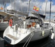Sailing yacht Oceanis 423 available for charter in S Arenal