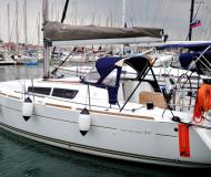 Yacht Sun Odyssey 33i available for charter in Izola