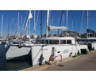 Catamaran Lagoon 400 for charter in Marina Joyeria Relojeria