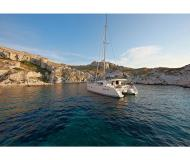 Catamaran Lagoon 400 for hire in Saint Mandrier sur Mer