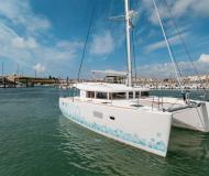 Catamaran Lagoon 400 S2 for hire in Marsh Harbour City