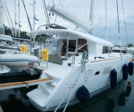 Katamaran Lagoon 400 S2 Yachtcharter in Nikiti Marina