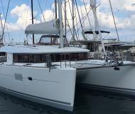 Catamaran Lagoon 400 S2 for rent in Tropea Marina