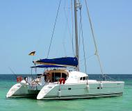 Cat Lagoon 410 for charter in Marina Cayo Largo