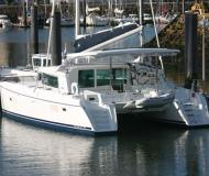 Kat Lagoon 420 chartern in Cascais Yachthafen