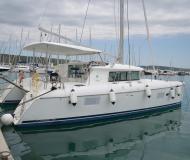 Katamaran Lagoon 420 chartern in Sukosan Bibinje