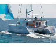Kat Lagoon 450 in Bleu Marina chartern