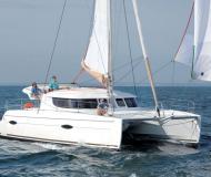 Kat Lipari 41 chartern in Marina Le Marin