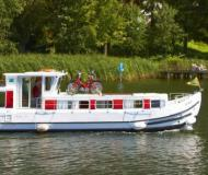 Houseboat Penichette 1107 available for charter in Redon