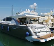 Alena 72 Motoryacht Charter Neapel