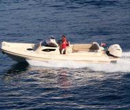 Motorboot e-motion 32 Yachtcharter in Marina Kremik