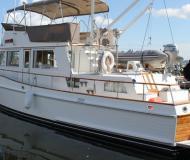 Motoryacht Grand Banks 42 Yachtcharter in Granville Insel Boatyard