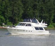Motor yacht Meridian 490 for rent in Granville Island Boatyard