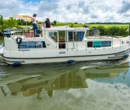 Houseboat Penichette 1160 available for charter in Dompierre sur Besbre