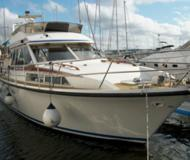 Motor yacht Royal Cruiser 40 for rent in Harestad