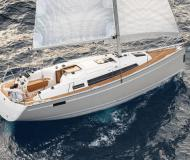 Sailing yacht Bavaria 33 Cruiser available for charter in Dubrovnik Marina