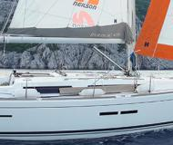 Yacht Dufour 405 available for charter in Bormes les Mimosas