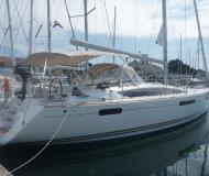 Yacht Jeanneau 53 for hire in Marina Mandalina