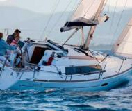 Sailing boat Oceanis 31 for rent in Port des Minimes