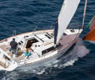 Sailing yacht Oceanis 31 for rent in La Rochelle