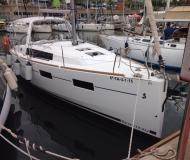 Sailing boat Oceanis 35 for rent in Barcelona