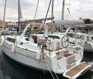 Sailing boat Oceanis 35 for charter in Port Olimpic Marina