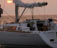 Sailing yacht Oceanis 37 for charter in Ribishi