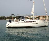 Yacht Oceanis 37 available for charter in Marina Porto Colom