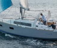 Yacht Oceanis 38 for rent in Hyeres