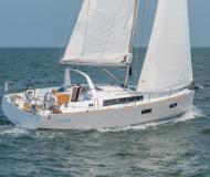 Yacht Oceanis 38 for hire in Marina Mandalina