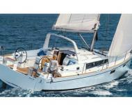 Yacht Oceanis 381 for hire in Rosignano Solvay