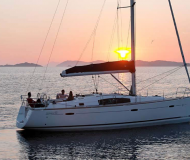 Yacht Oceanis 43 for rent in Cagliari