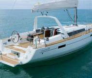 Sailing yacht Oceanis 45 for rent in Marina Formentera