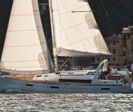 Sailing yacht Oceanis 45 for rent in Marina di Portorosa