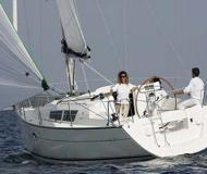 Yacht Sun Odyssey 32i for hire in Marina San Antonio