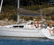 Sailing boat Sun Odyssey 33i for hire in Hyeres Harbour