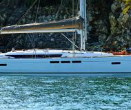 Sailing boat Sun Odyssey 519 for rent in Puntone