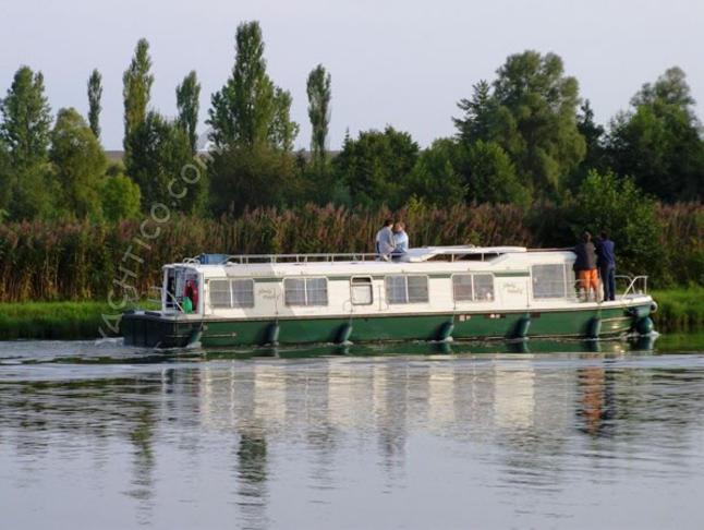 Eau Claire 1400 R - Houseboat Rentals Lagarde (France)