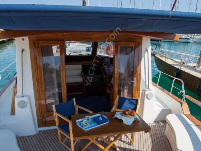 Menorquin 130 Motoryacht Charter Mahon