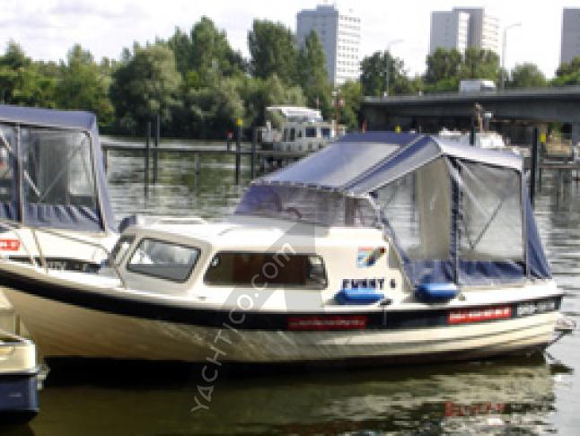 Motor boat Swiss Pilotina 580 for rent in Potsdam