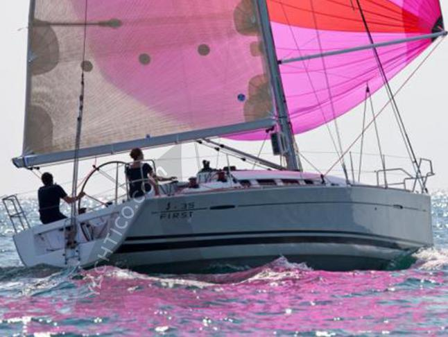 Segelyacht First 35 chartern in Marina di Portisco